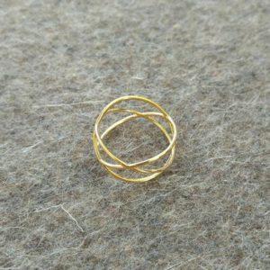 three-circles-ring-gold-on-felt