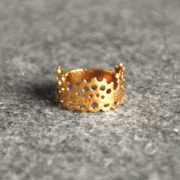 Modern Lace Ring brass glossy on felt