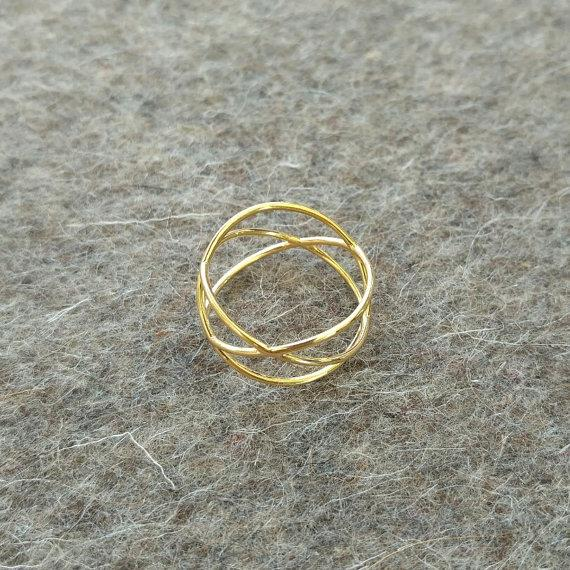 three-circles-ring-gold-on-felt
