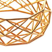 MCODE Constructionist bracelet brass op wit dichtbij closeup (2)