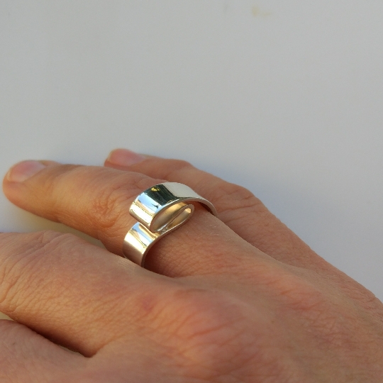 Folds ring on hand