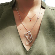 Triangle pendant dragend